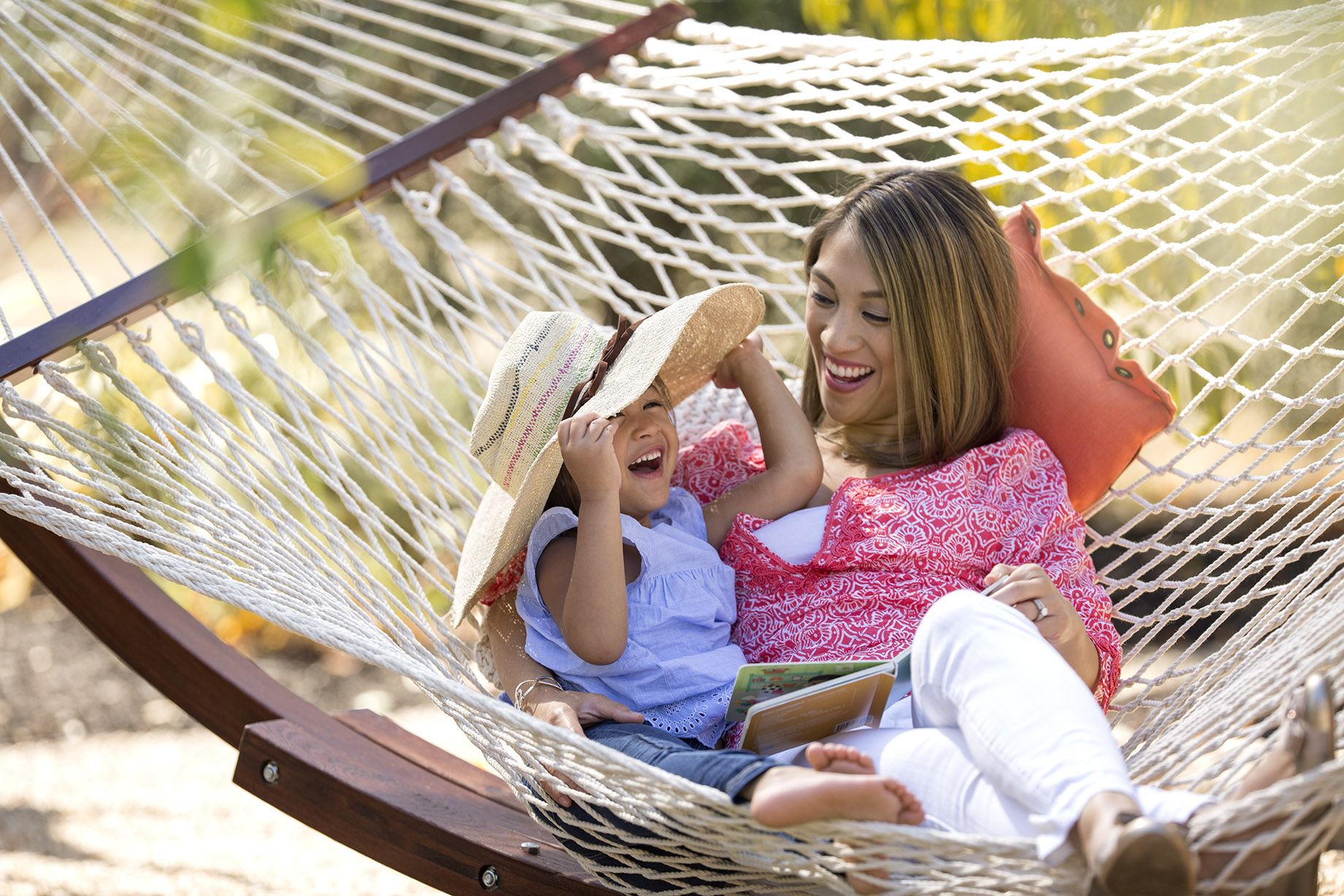 San Francisco Bay Area Advertising, Lifestyle, Commercial Photographer, mother and daugther in a swing hammock outdoor, afternoon, summer, black female and kids